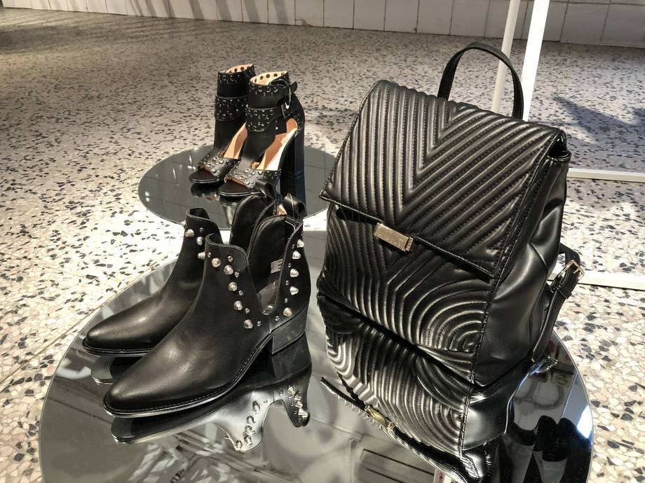 Ankle boots borchie zainetto similpelle