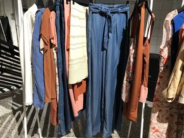 Jeans effetto lucido coulisse