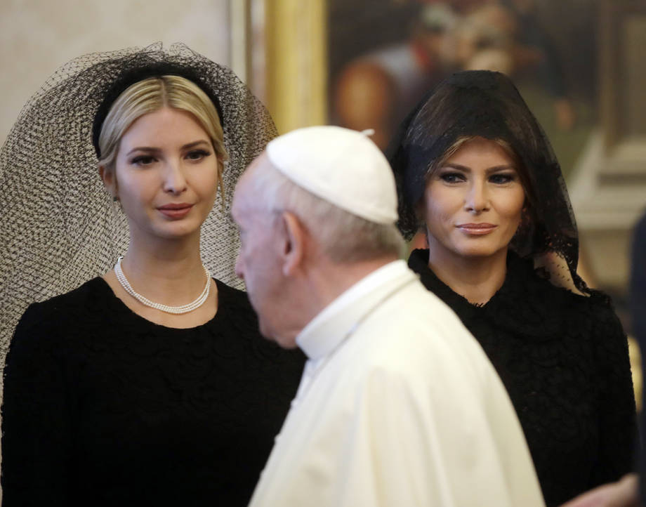 Melania e Ivanka dal Papa look dress code