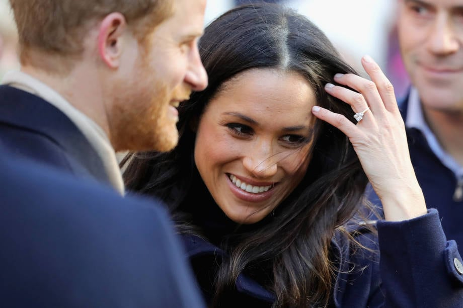 Meghan mostra anello