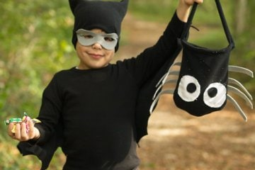 Come fare il costume di halloween da pipistrello per for Papillon bambino fai da te