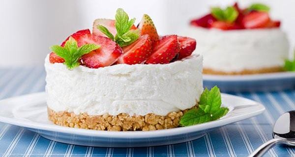 Cheesecake alle fragole con ricotta | Video ricetta