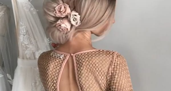 Capelli da cerimonia: il raccolto con le rose | Video tutorial