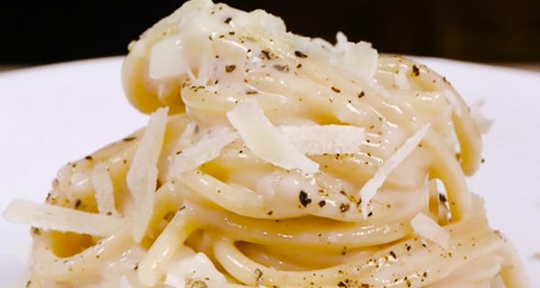 Come si fa la cacio e pepe? Video ricetta